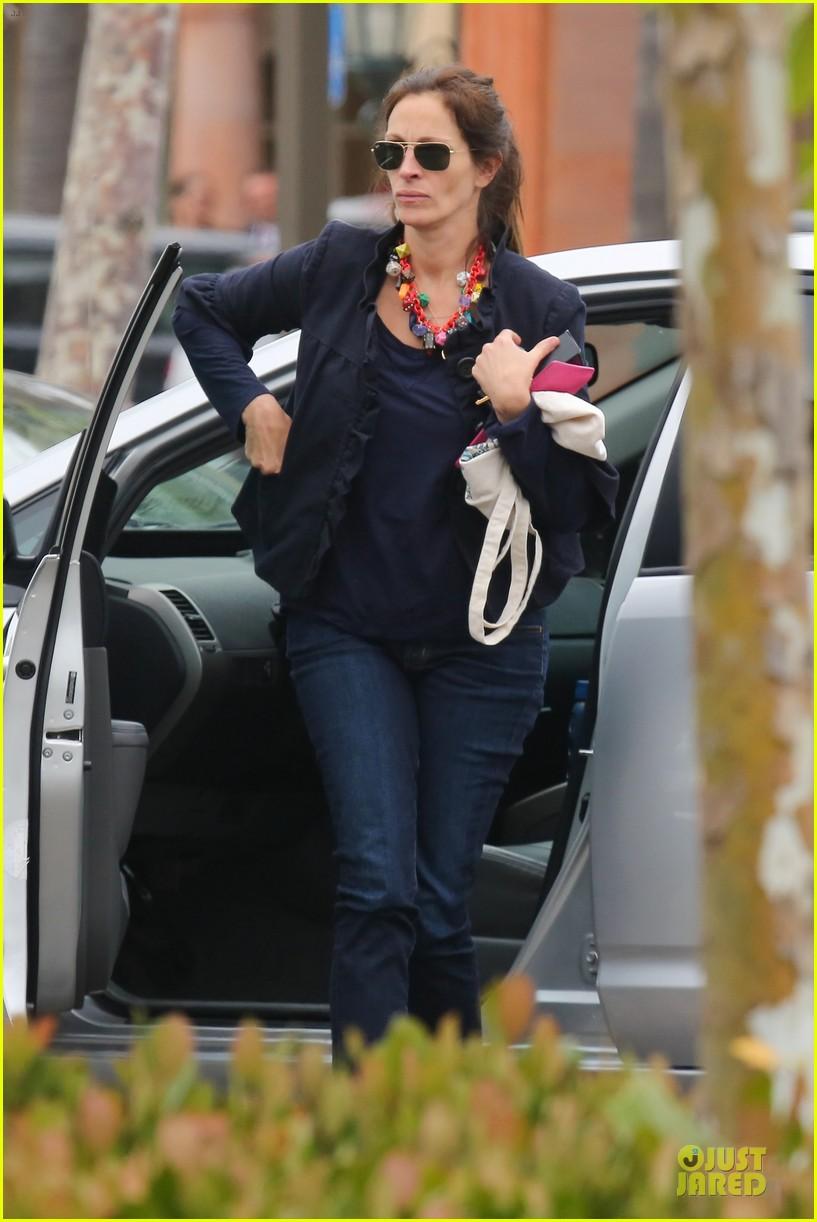 emma roberts promotes vans before aunt julia roberts shops theodore man 16