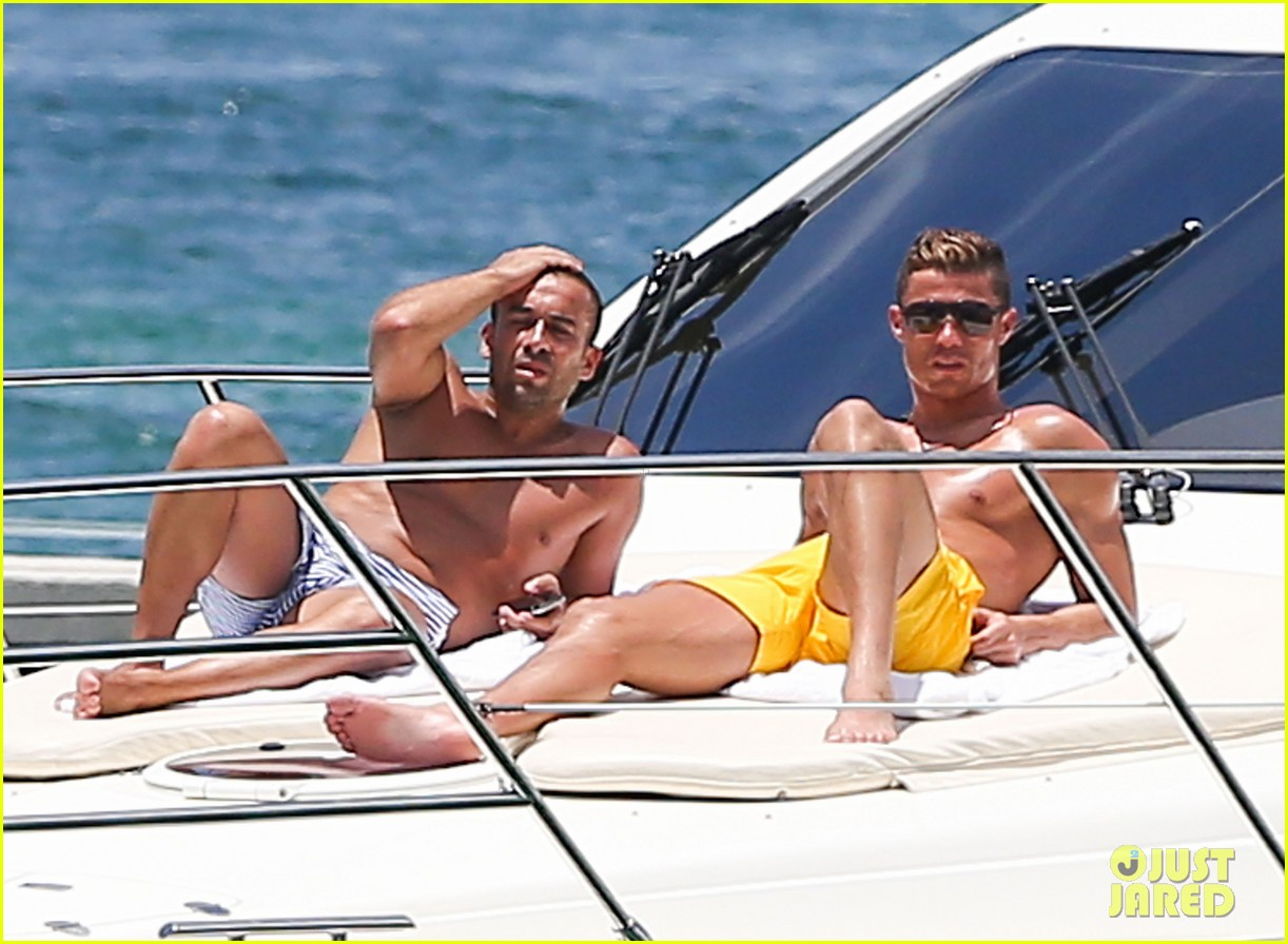 cristiano ronaldo shirtless yacht ride in miami 16