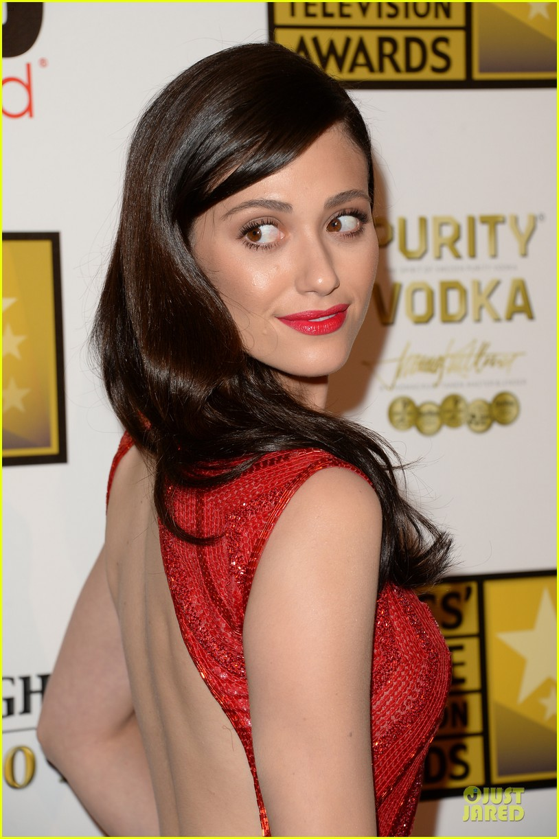 emmy rossum elisabeth moss critics choice television awards 2013 red carpet 022888799