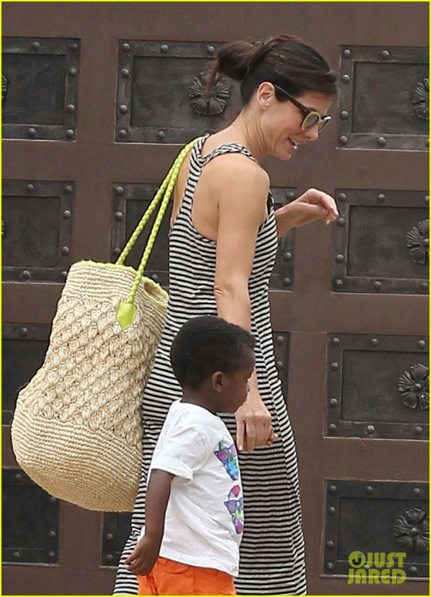 sandra bullock selma blair birthday party with the boys 06