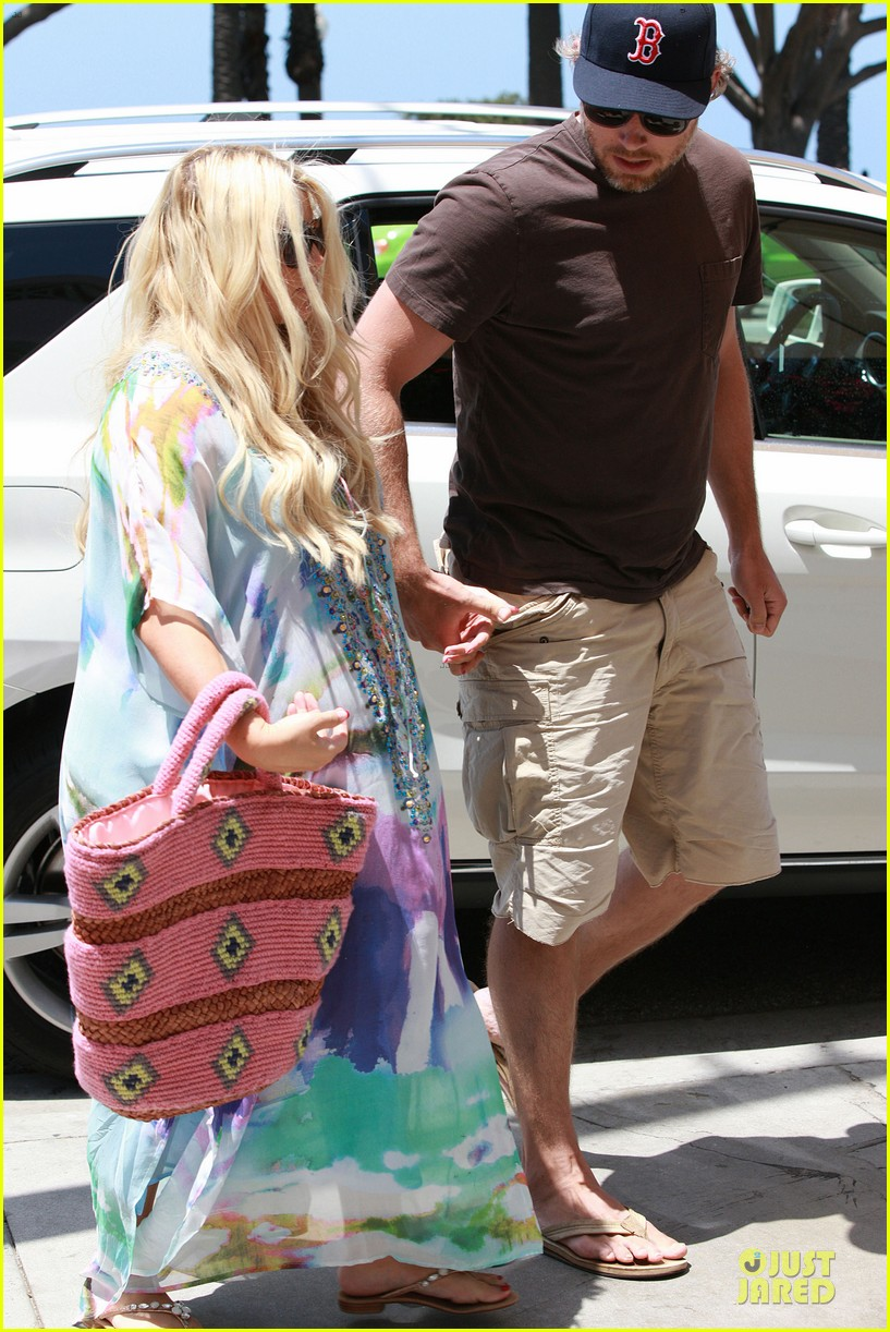jessica simpson eric johnson hold hands for maxwell less lunch 09