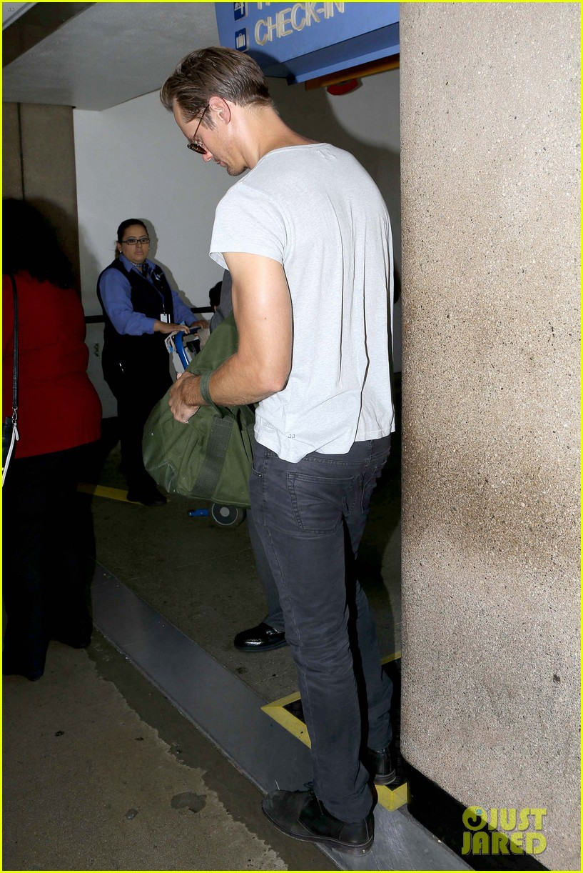 alexander skarsgard flaunts buff biceps at lax security line 042887132