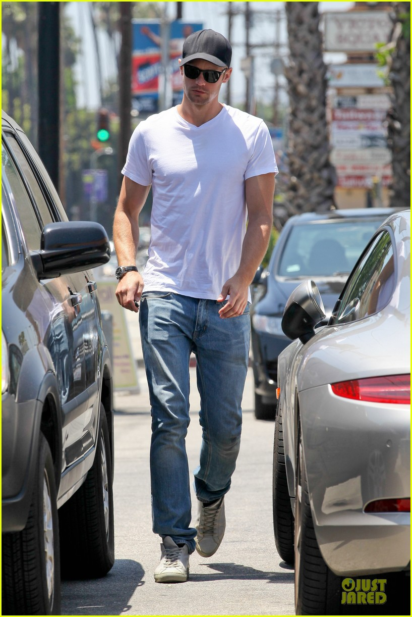 alexander skarsgard thai food craving hunk 012893082