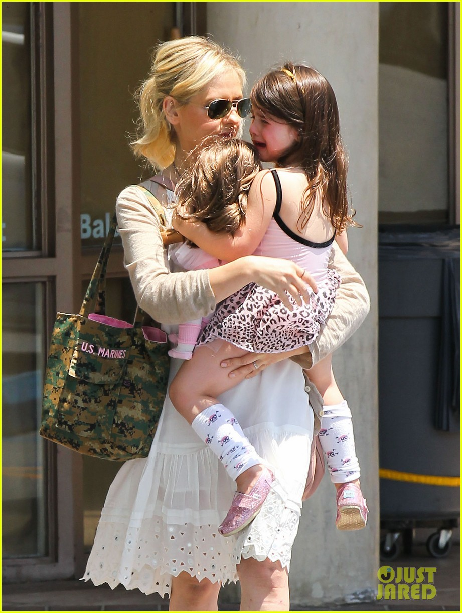 sarah michelle gellar ive learned to embrace flats 132892234
