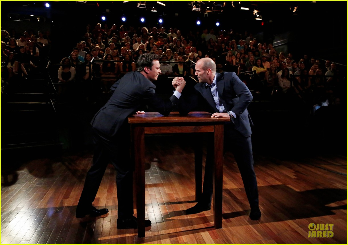 jason statham arm wrestling on fallon 012896139