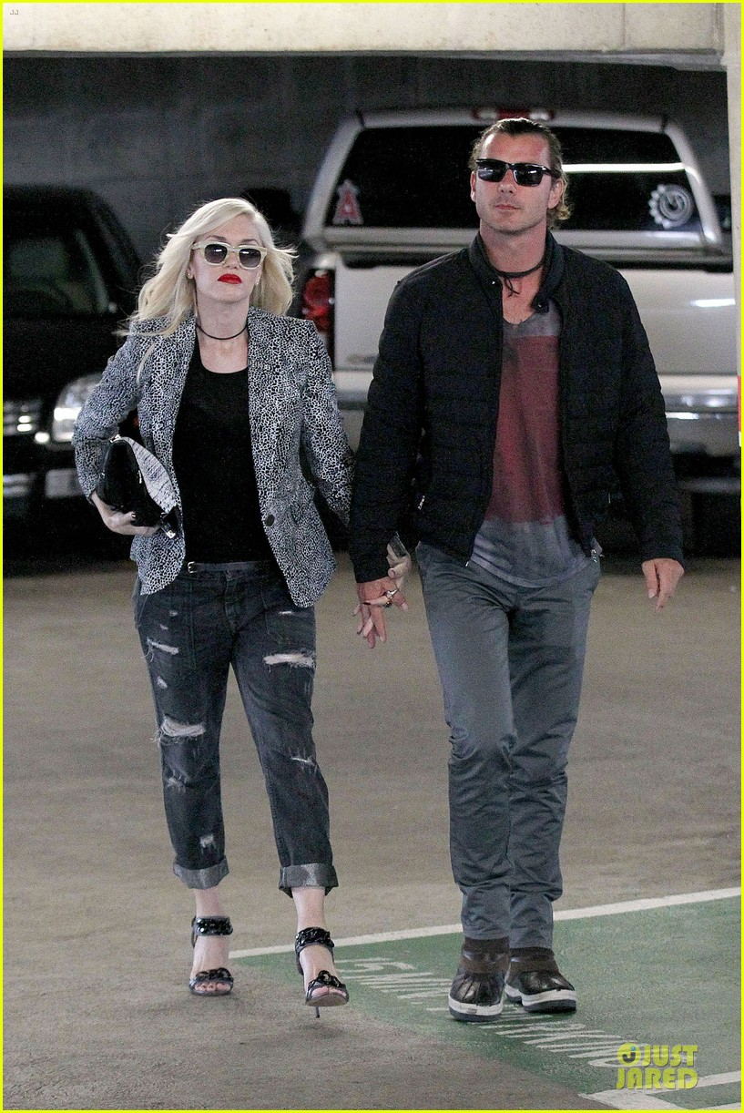 gwen stefani gavin rossdale hold hands before fathers day 08