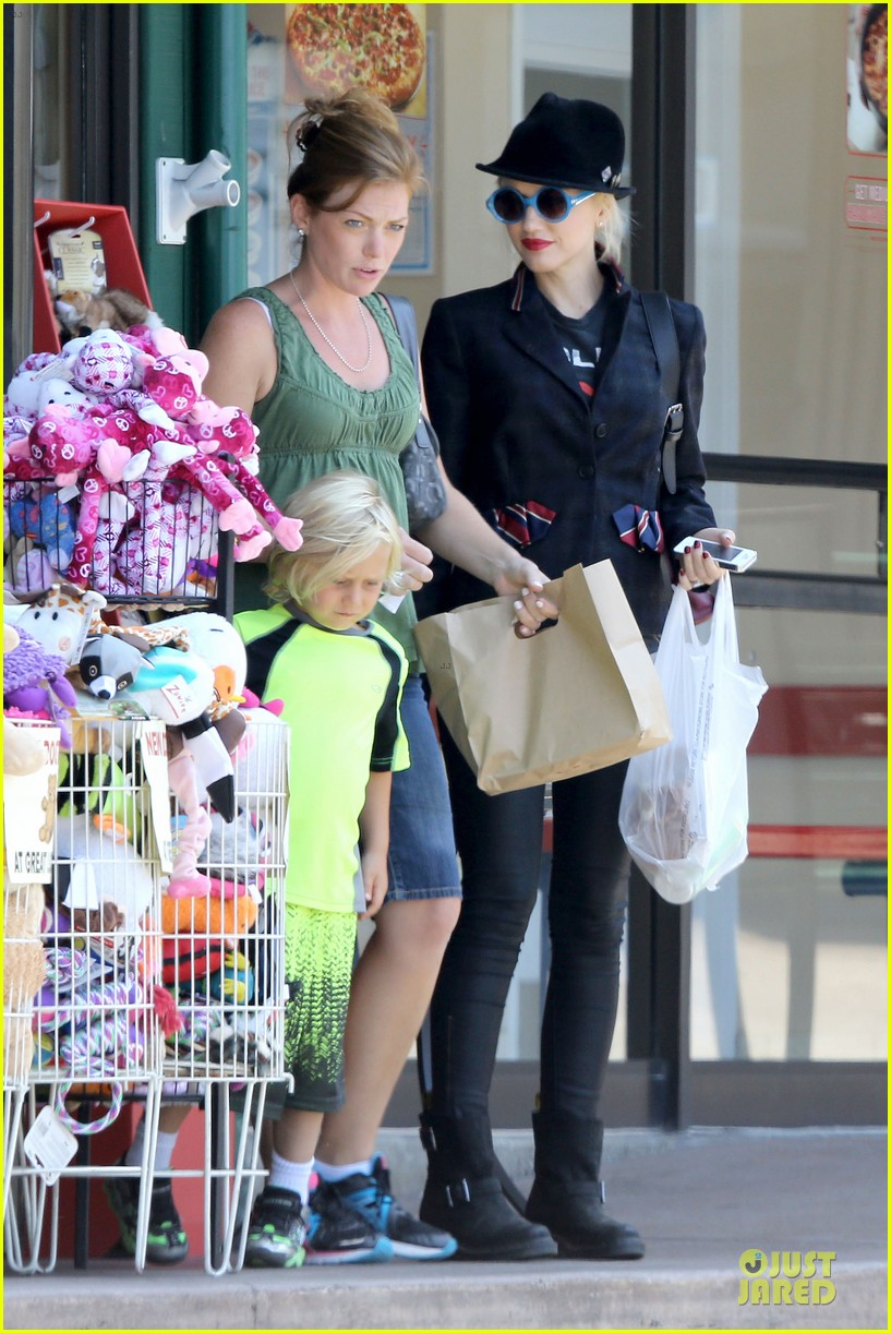 gwen stefani zuma pet supplies shopping duo 05