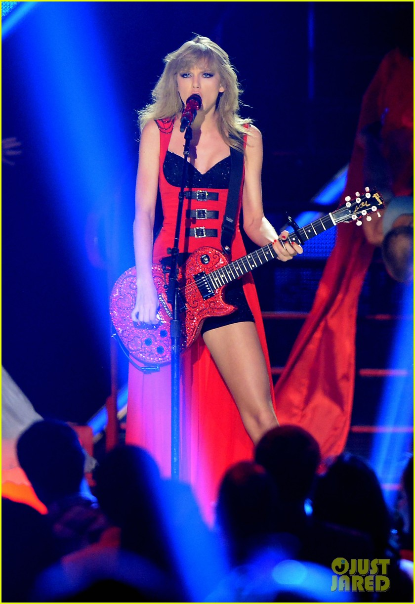 taylor swift cmt music awards performance 2013 video 12