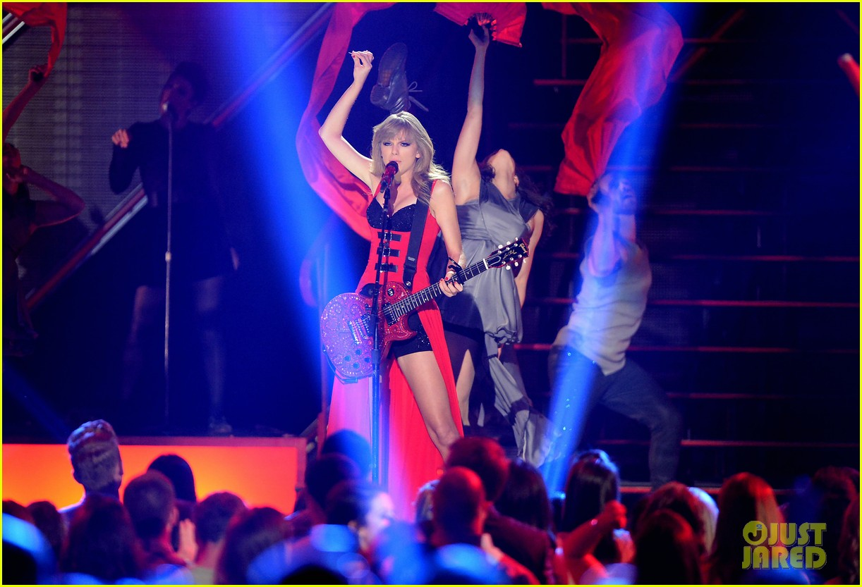 taylor swift cmt music awards performance 2013 video 18