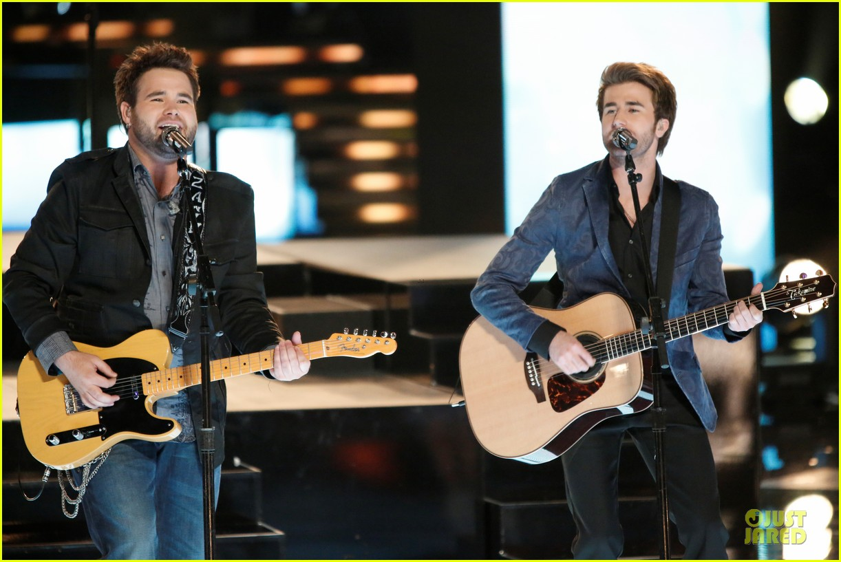 the swon brothers amber carrington the voice finale performance video 10