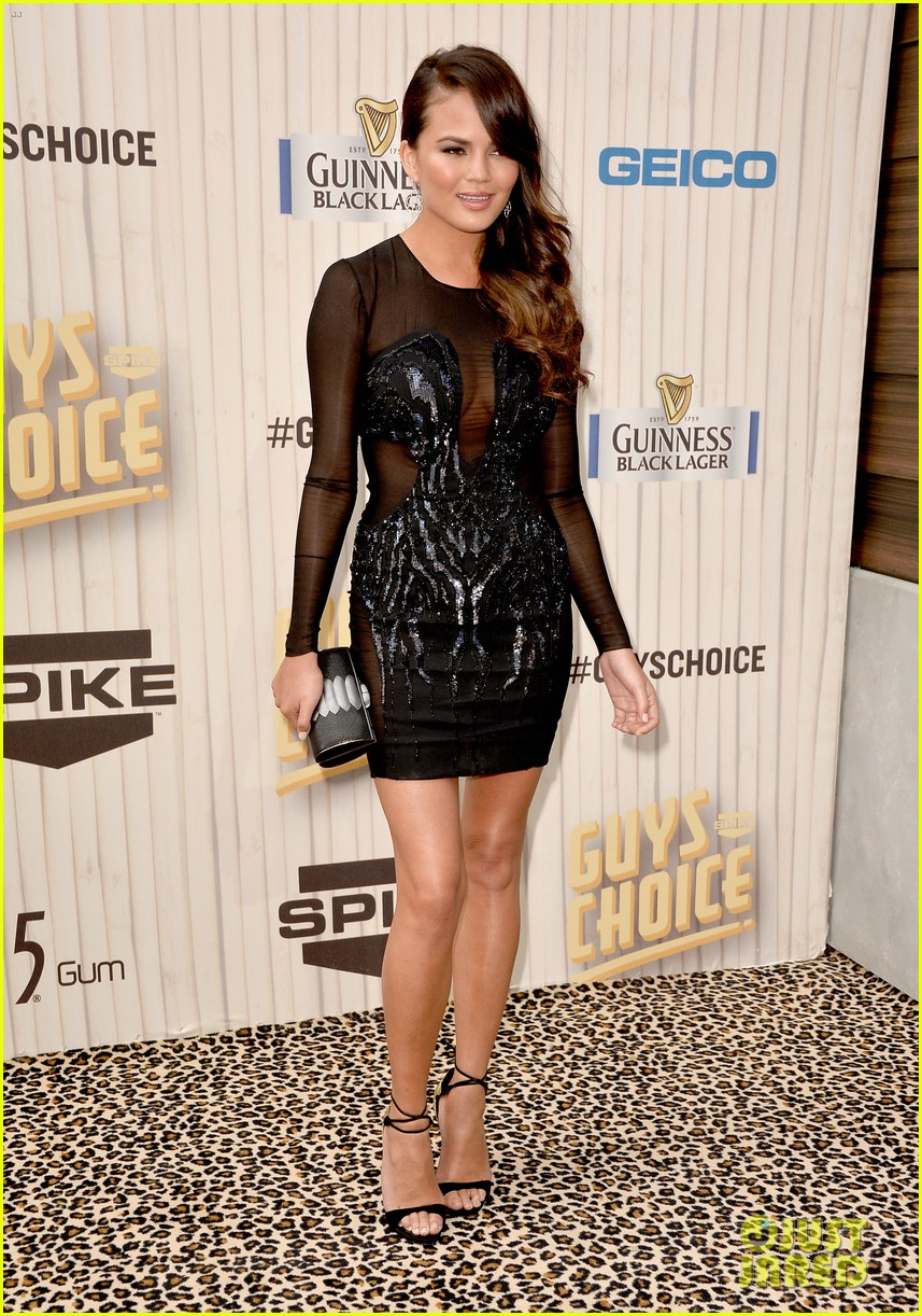 chrissy teigen katherine webb guys choice awards 2013 03
