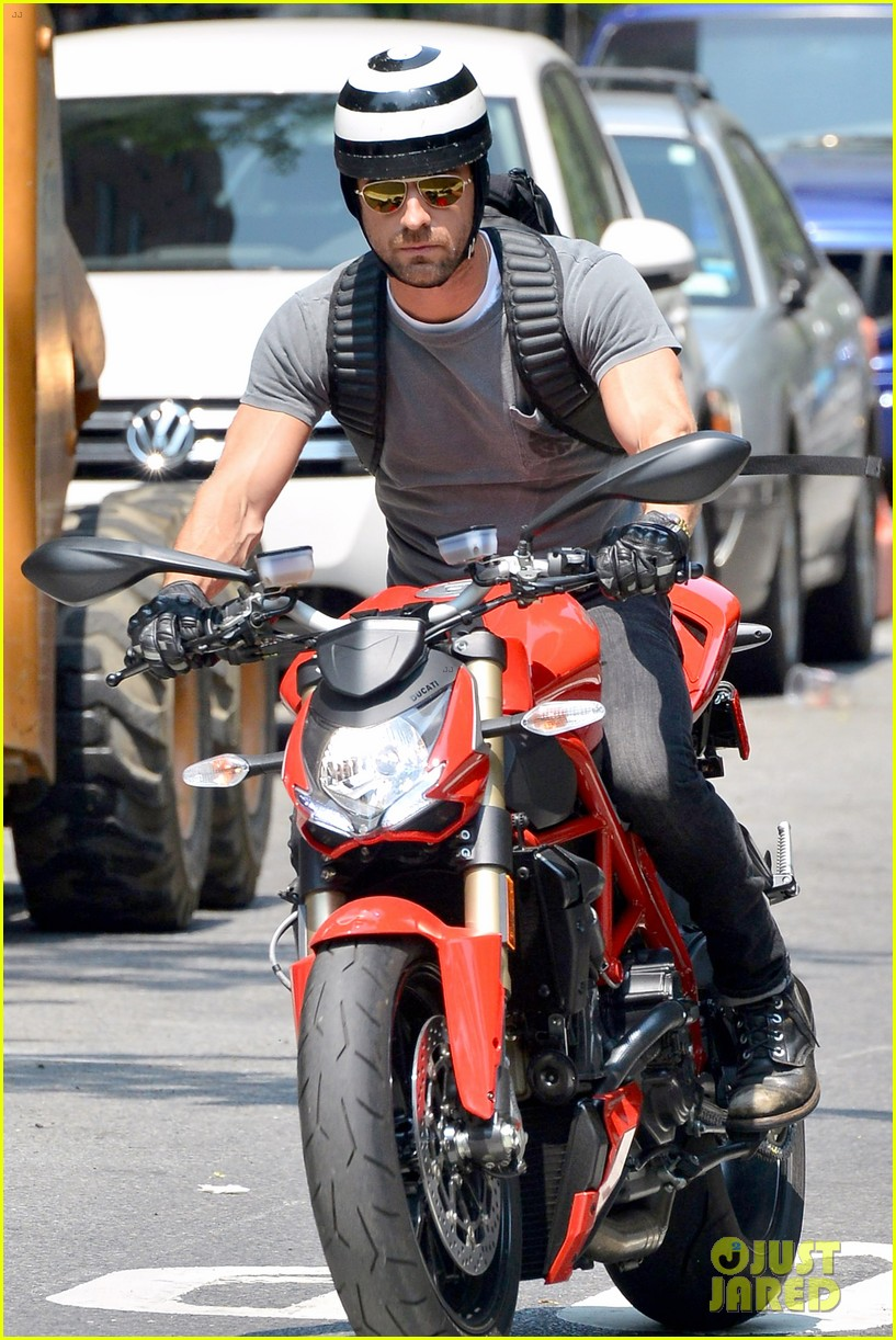 justin theroux ducati dude in new york 072897736