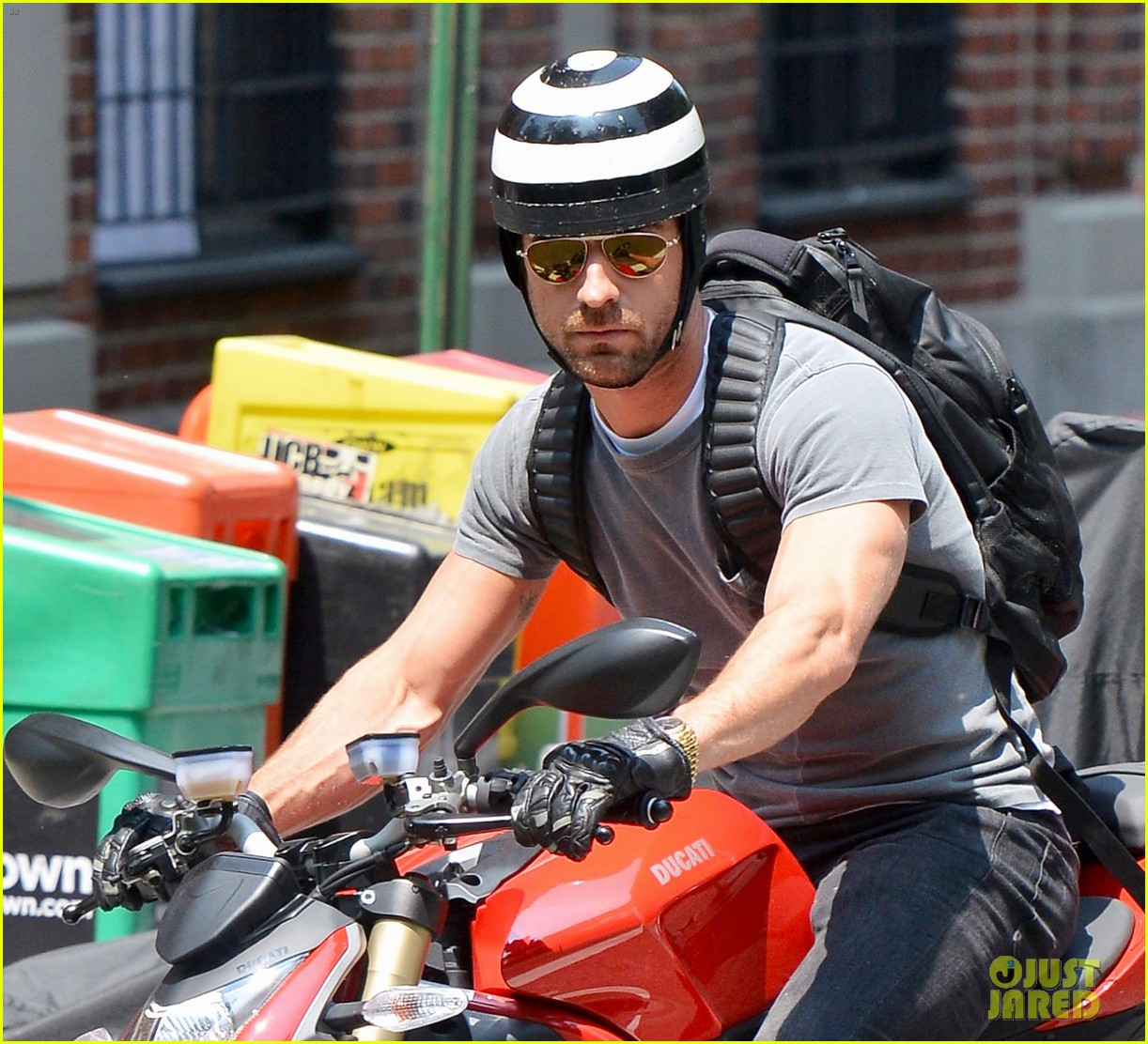 justin theroux ducati dude in new york 092897738