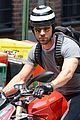 justin theroux ducati dude in new york 09