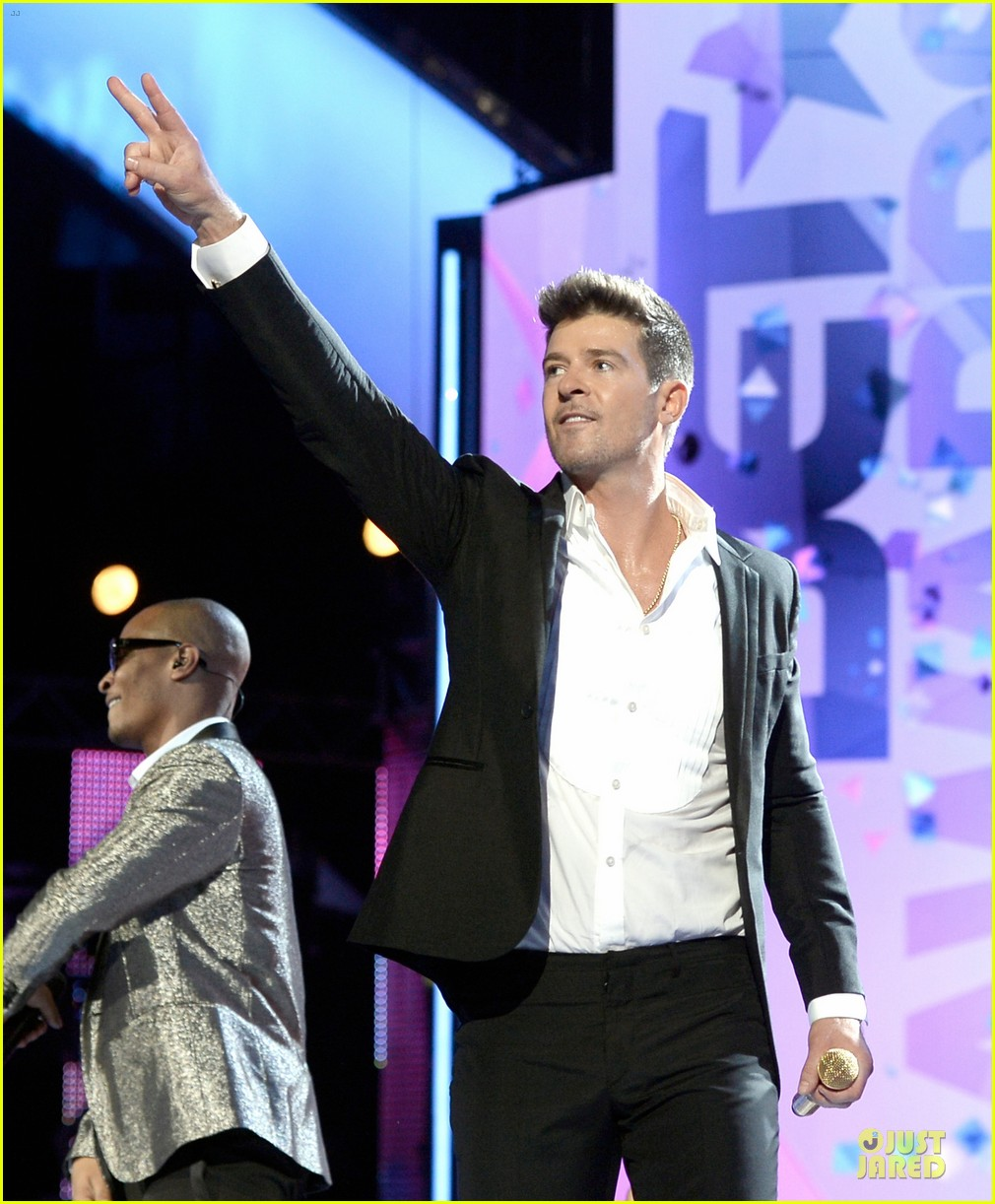 Robin Thicke Bulge Tumblr Robin-thicke-bet-awards-2013-