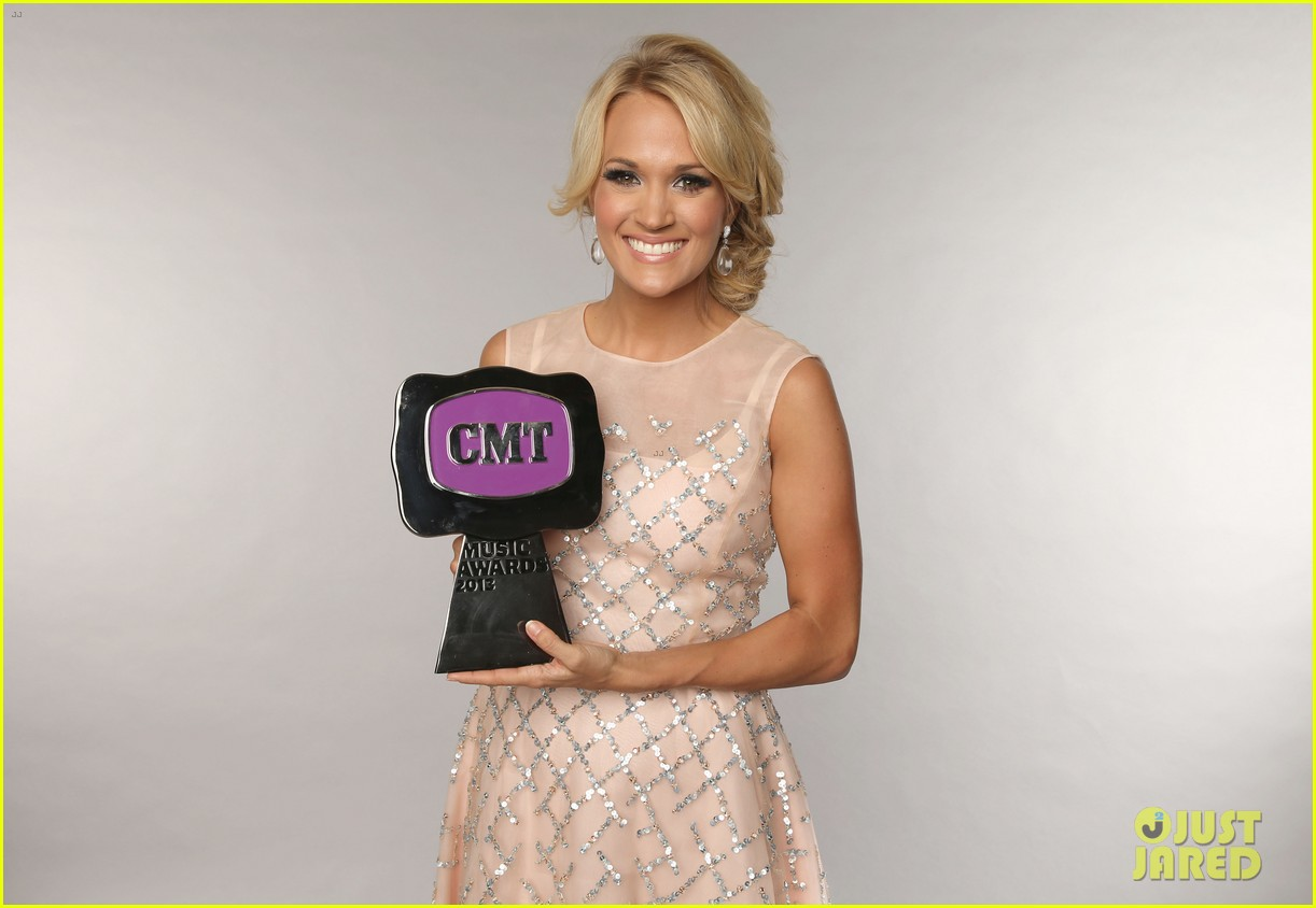 carrie underwood cmt music awards performance 2013 08