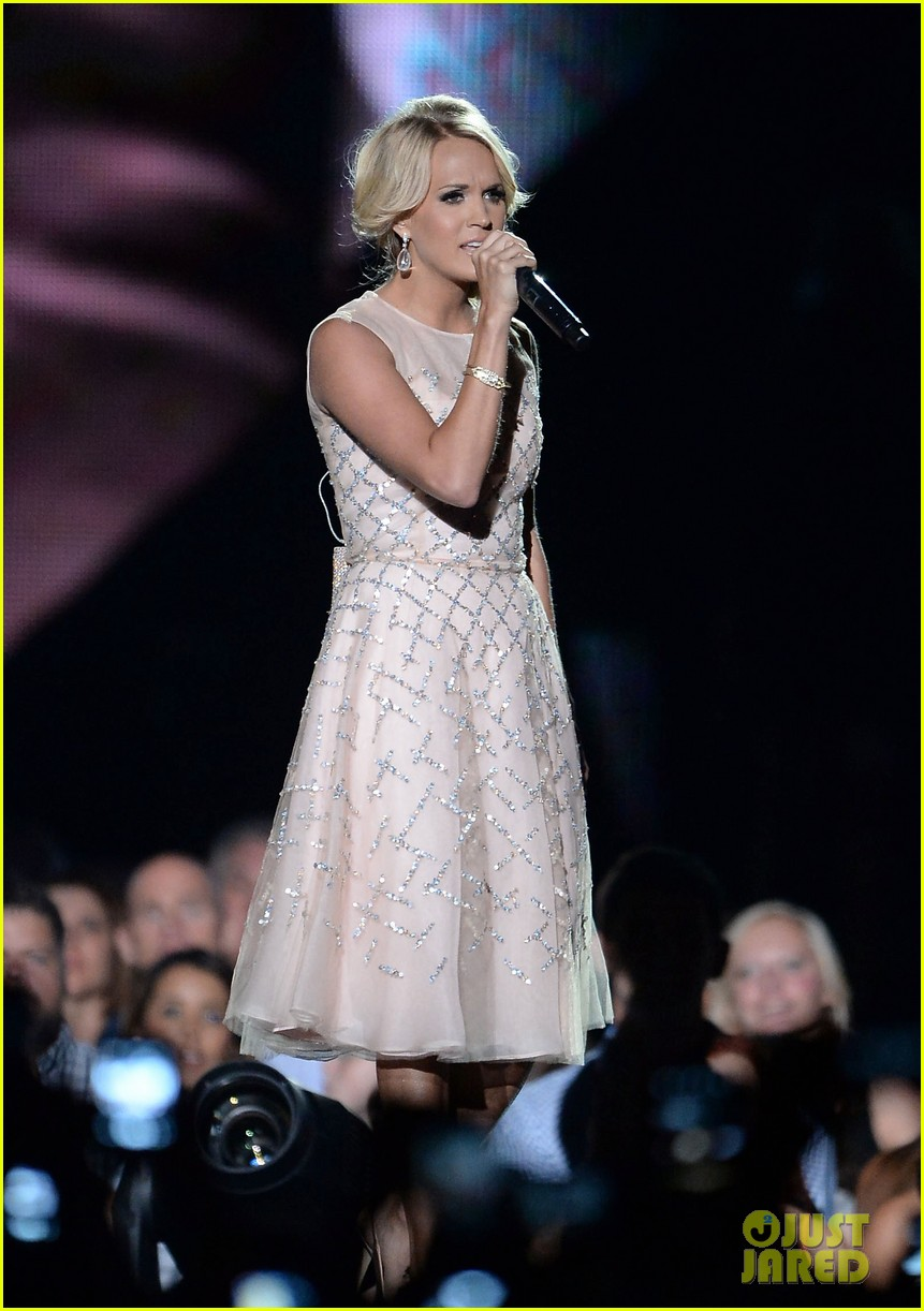 carrie underwood cmt music awards performance 2013 21