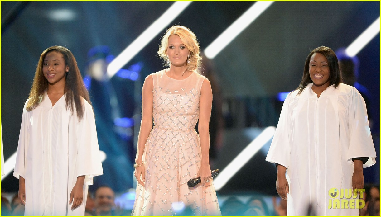 carrie underwood cmt music awards performance 2013 25