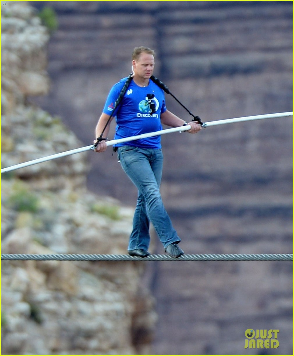 nik wallenda skywire tightrope walk across grand canyon 022897551