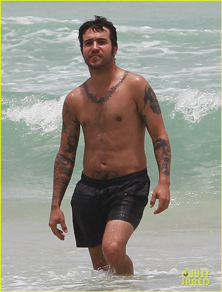 pete wentz shirtless beach day with bronx meagan camper 042886432