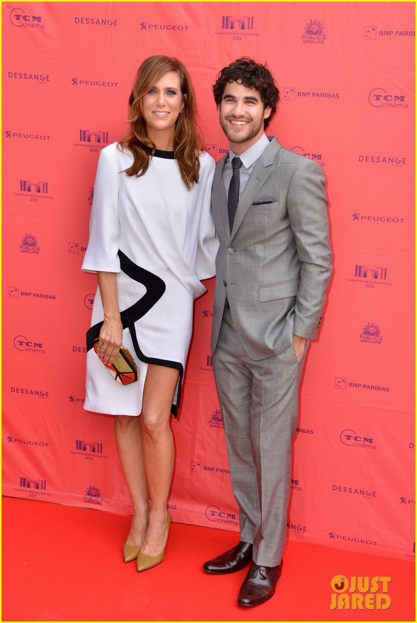 kristen wiig girl most likely paris premiere with darren criss 102894169