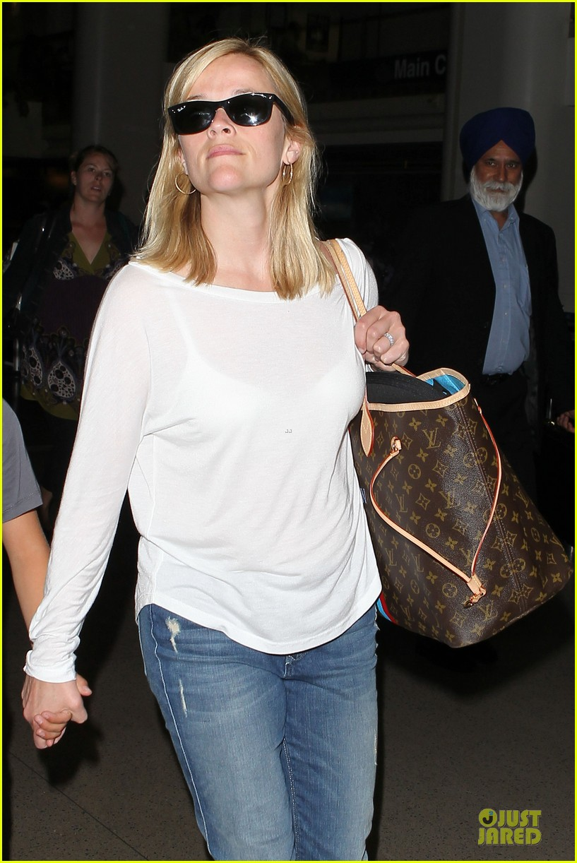 reese witherspoon deacon lax landing after fathers day  13