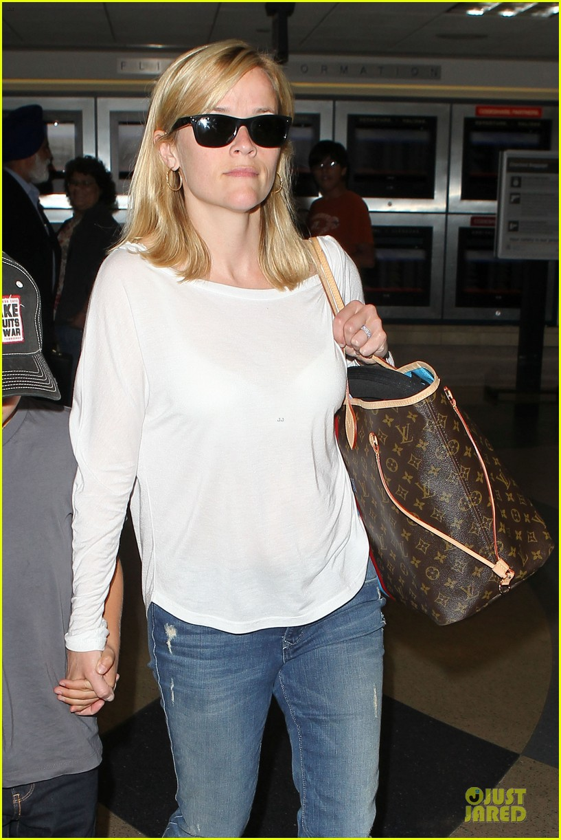 reese witherspoon deacon lax landing after fathers day  18