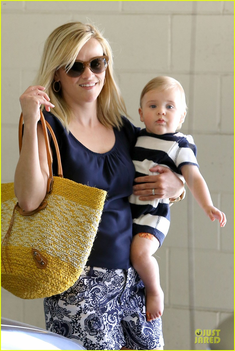 reese witherspoon doctors office visit with tennessee 19