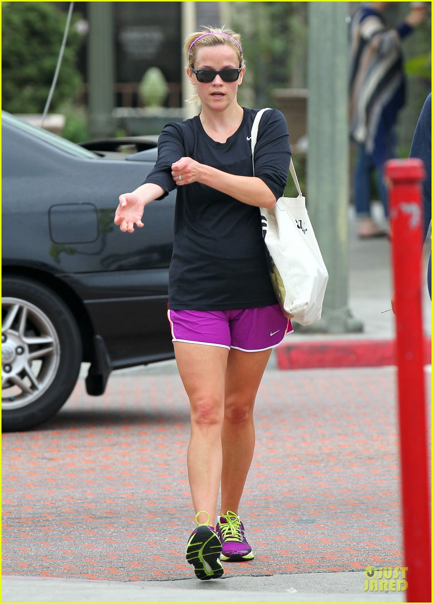 reese witherspoon friday fun workout with gal pal 14