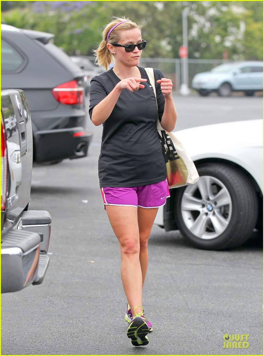 reese witherspoon friday fun workout with gal pal 21