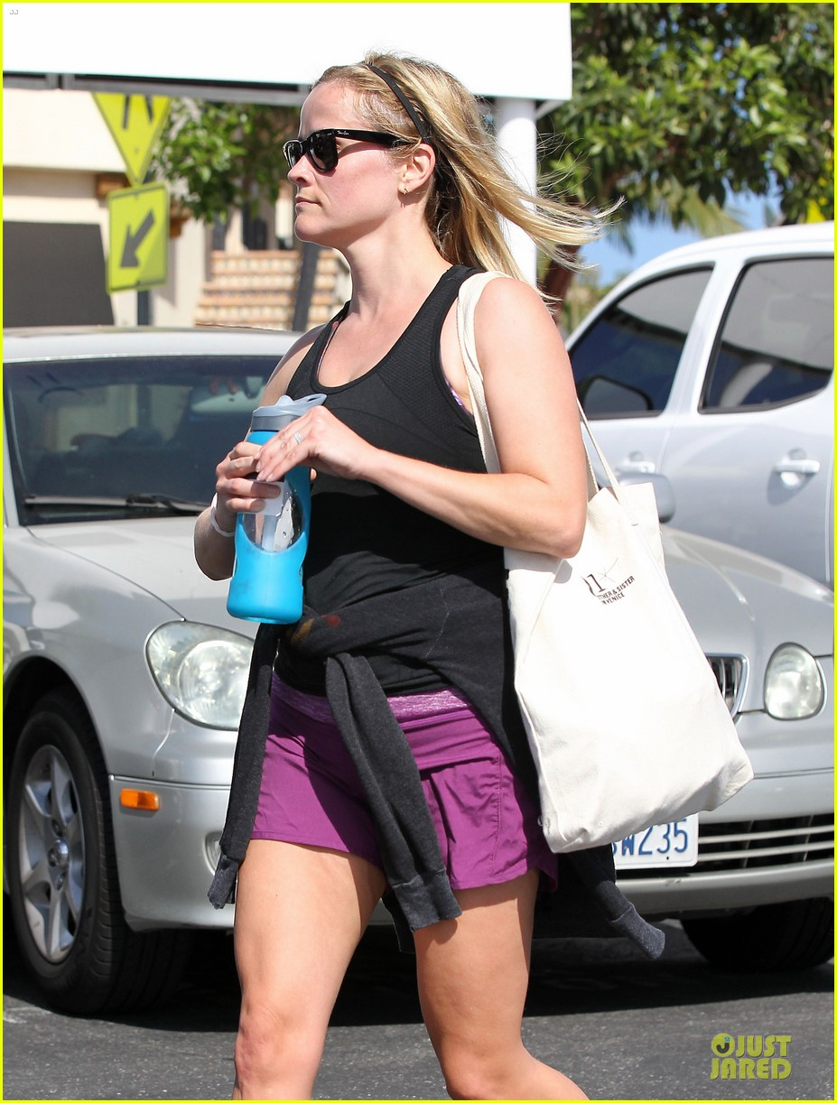 reese witherspoon matching fitness shorts shoes 202894817