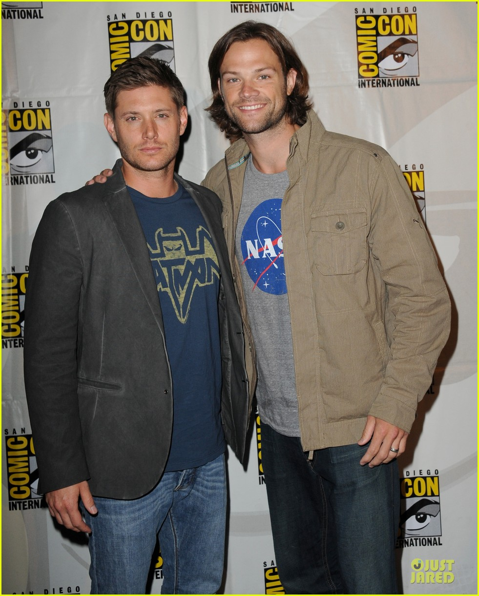 jensen ackles jared ackles supernatural at comic con 01