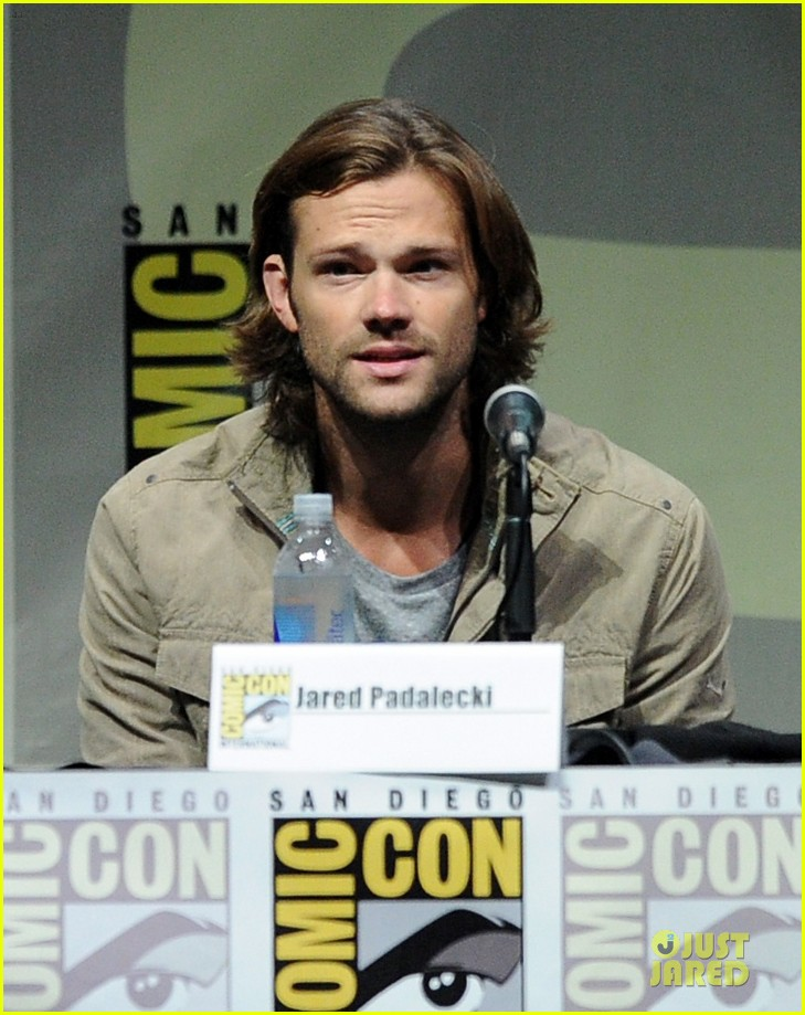 jensen ackles jared ackles supernatural at comic con 02