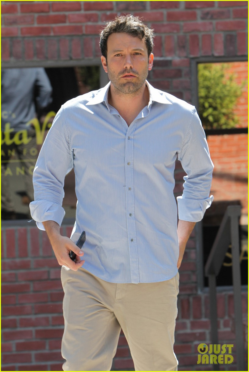 ben affleck business meeting in pasadena 05