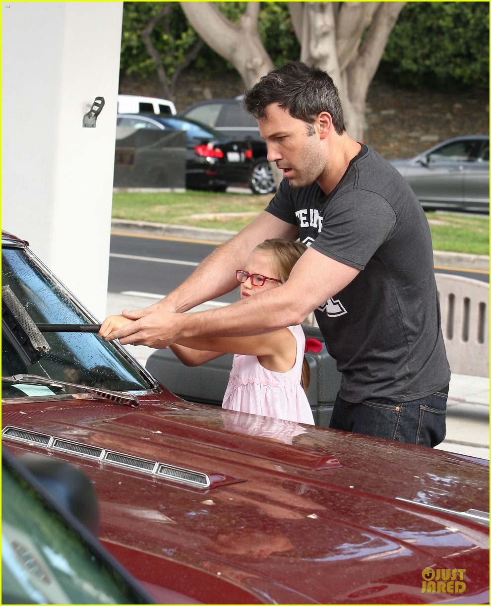 ben affleck violet work as one to clean car windshields 09