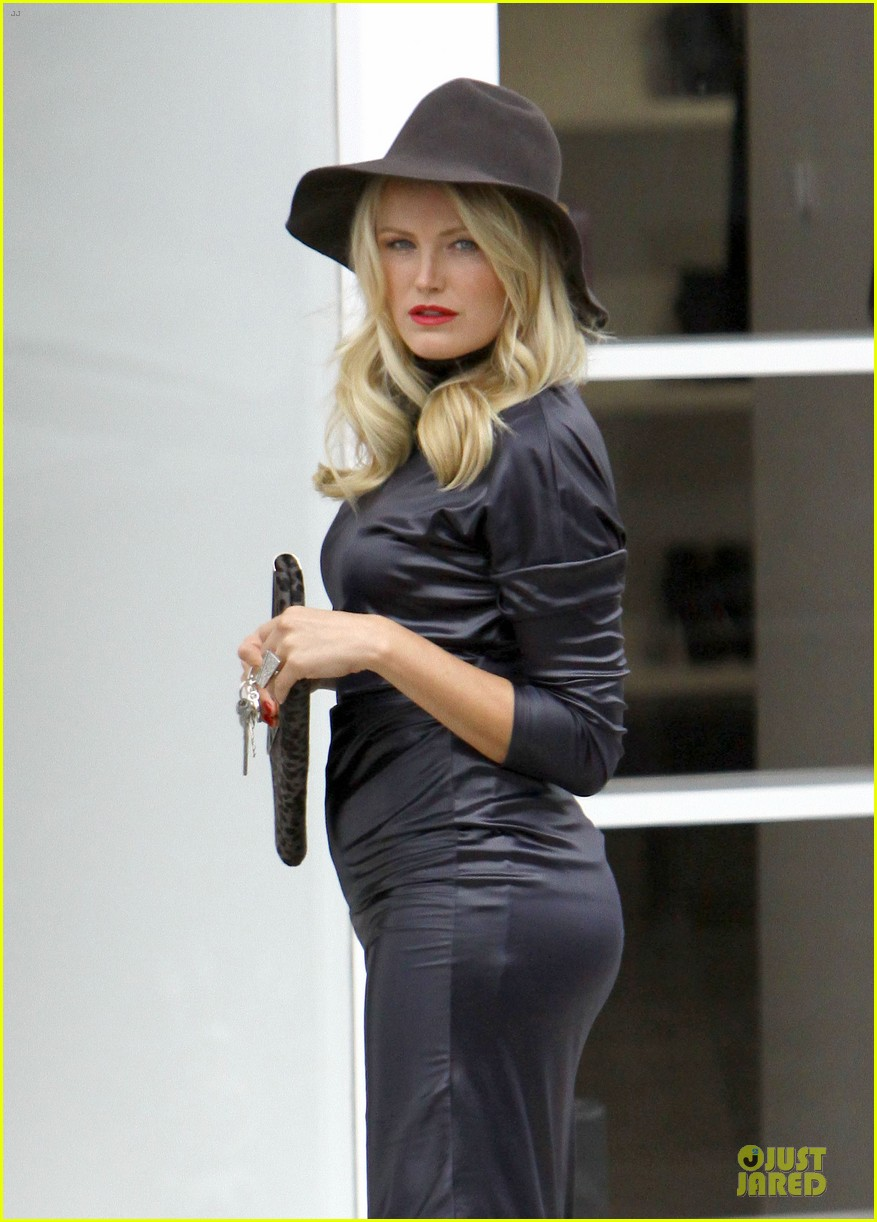 Full Sized Photo of malin akerman sebastian is never ... Malin Akerman Pictures