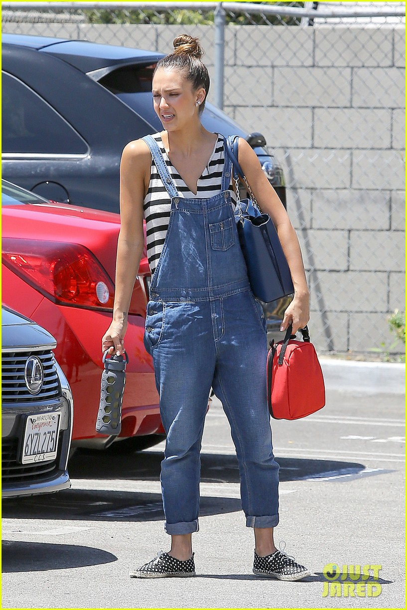 jessica alba shows off her post workout no makeup look 08