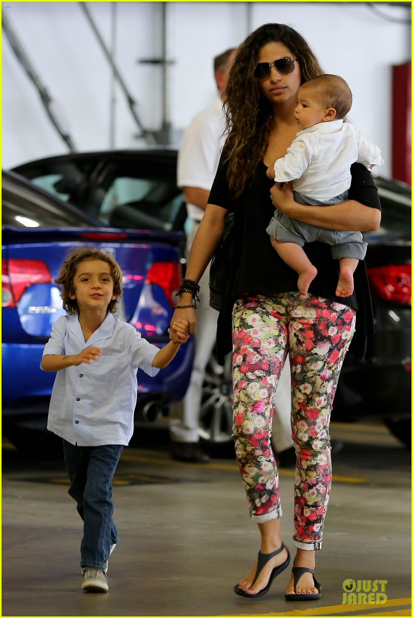 camila alves aquarium shopping after doctor's office with boys 032914874