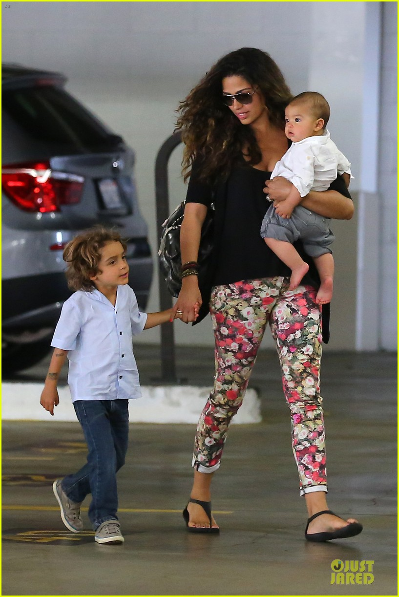 camila alves aquarium shopping after doctor's office with boys 06