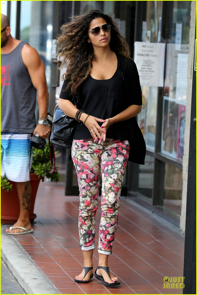 camila alves aquarium shopping after doctor's office with boys 14