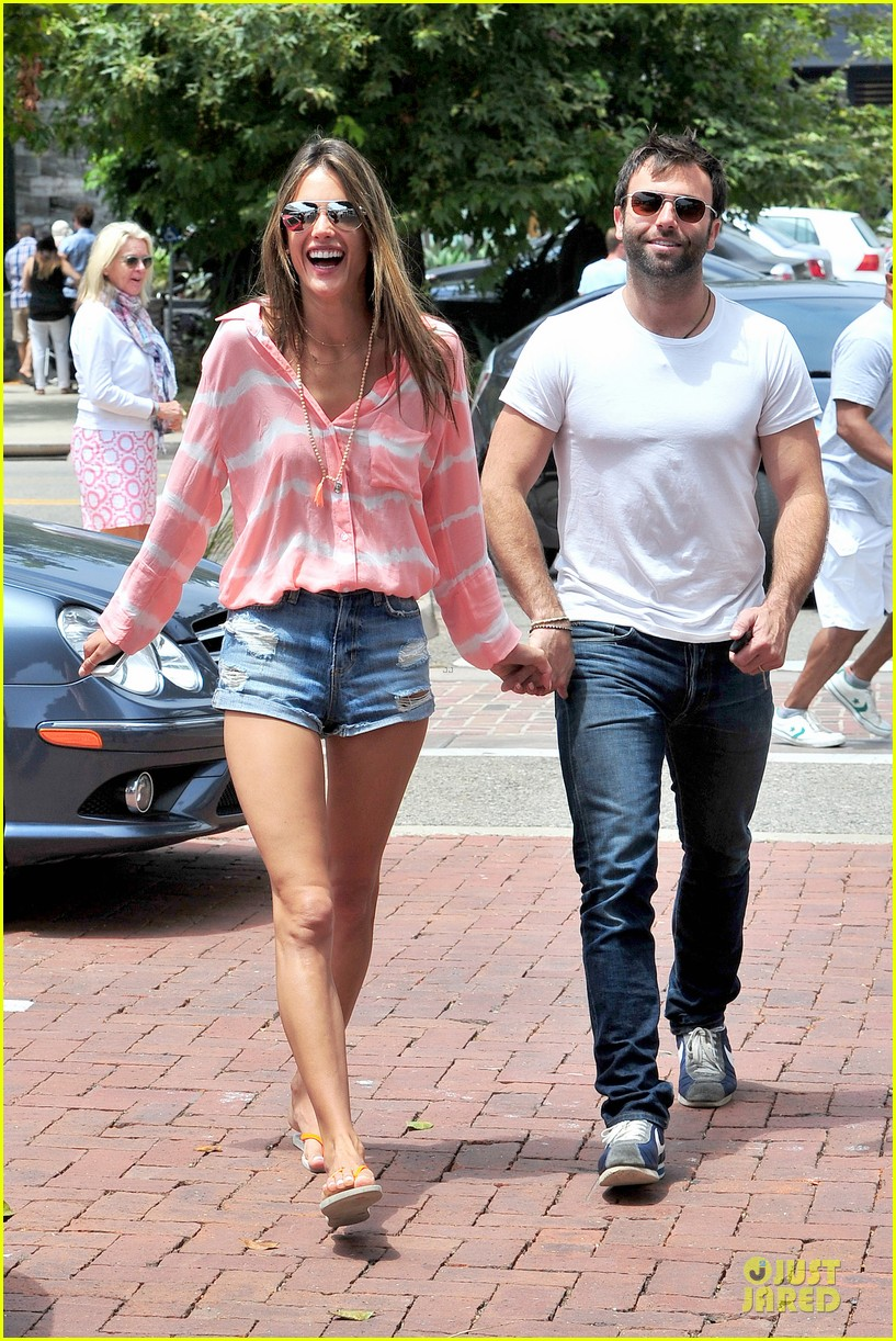 alessandra ambrosio jamie mazur hold hands after july 4 072905170