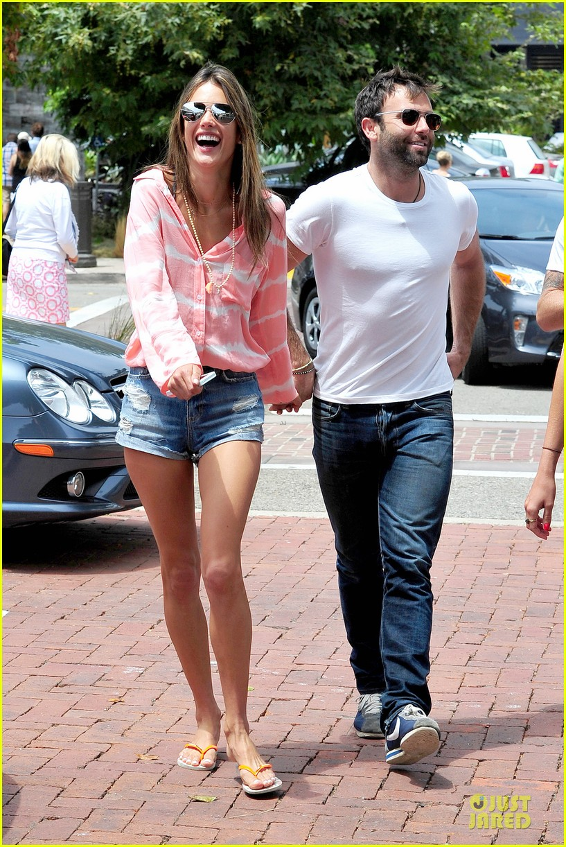 alessandra ambrosio jamie mazur hold hands after july 4 112905174