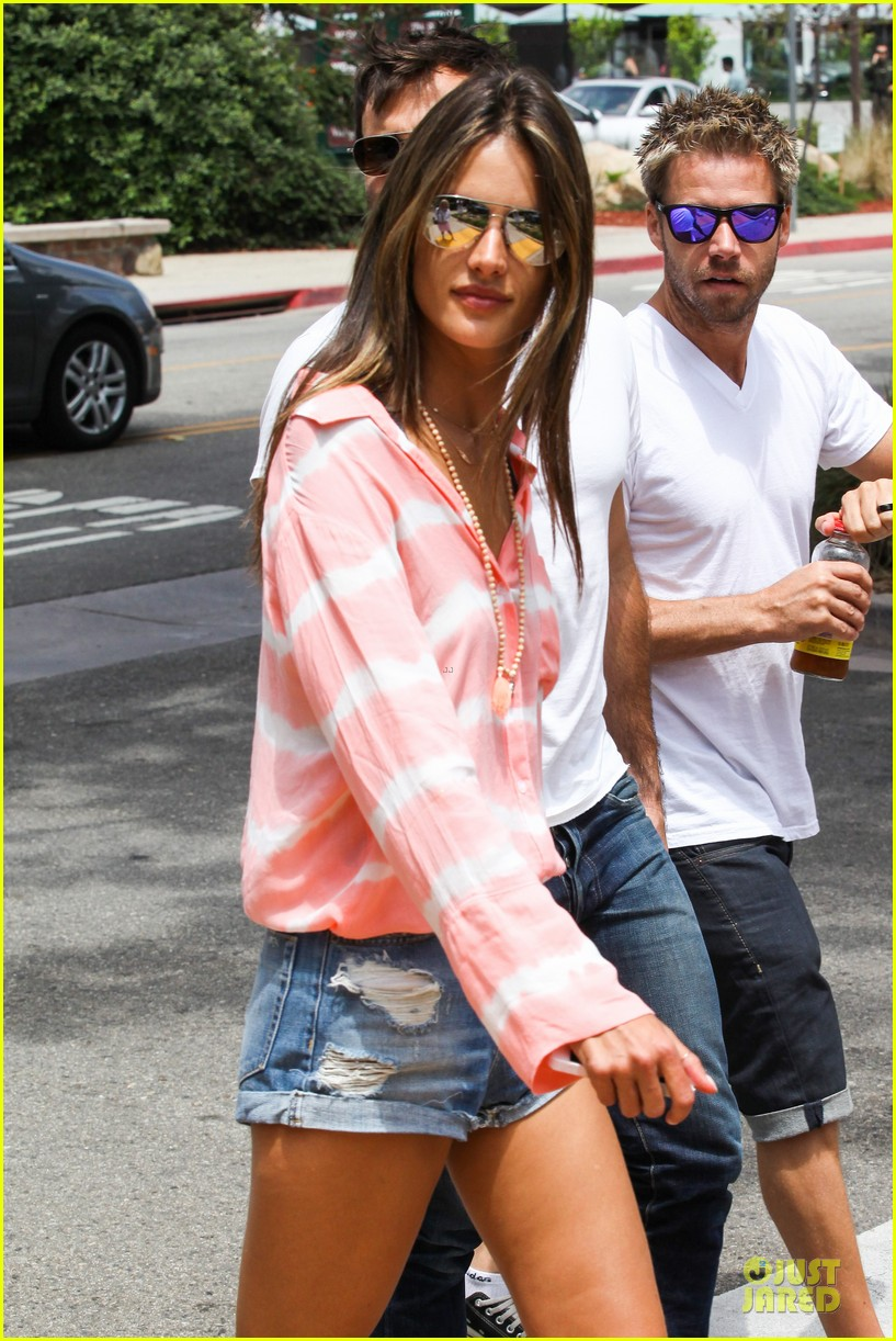 alessandra ambrosio jamie mazur hold hands after july 4 232905186