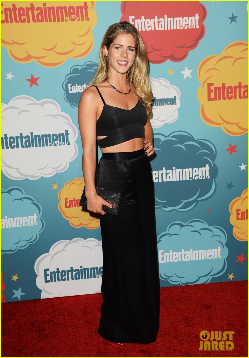 stephen amell katie cassidy arrow at ew comic con party 05