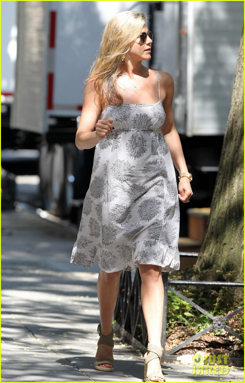 jennifer aniston continues squirrels to the nuts filming 05