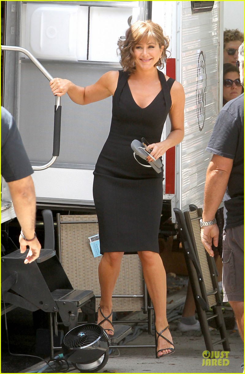 jennifer aniston adoring fans on squirrels to the nuts set 21
