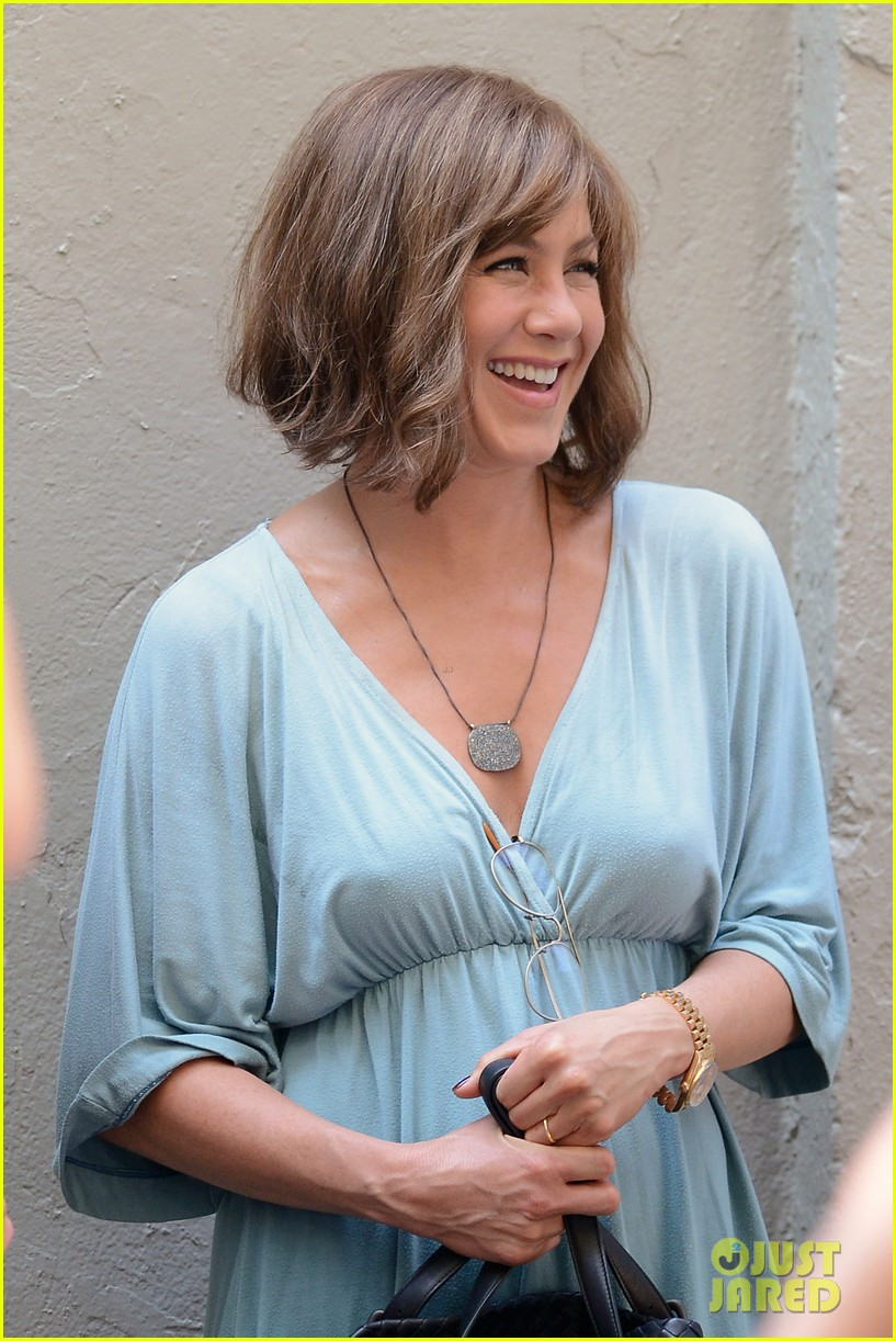 jennifer aniston short brown wig for squirrels to the nut 13