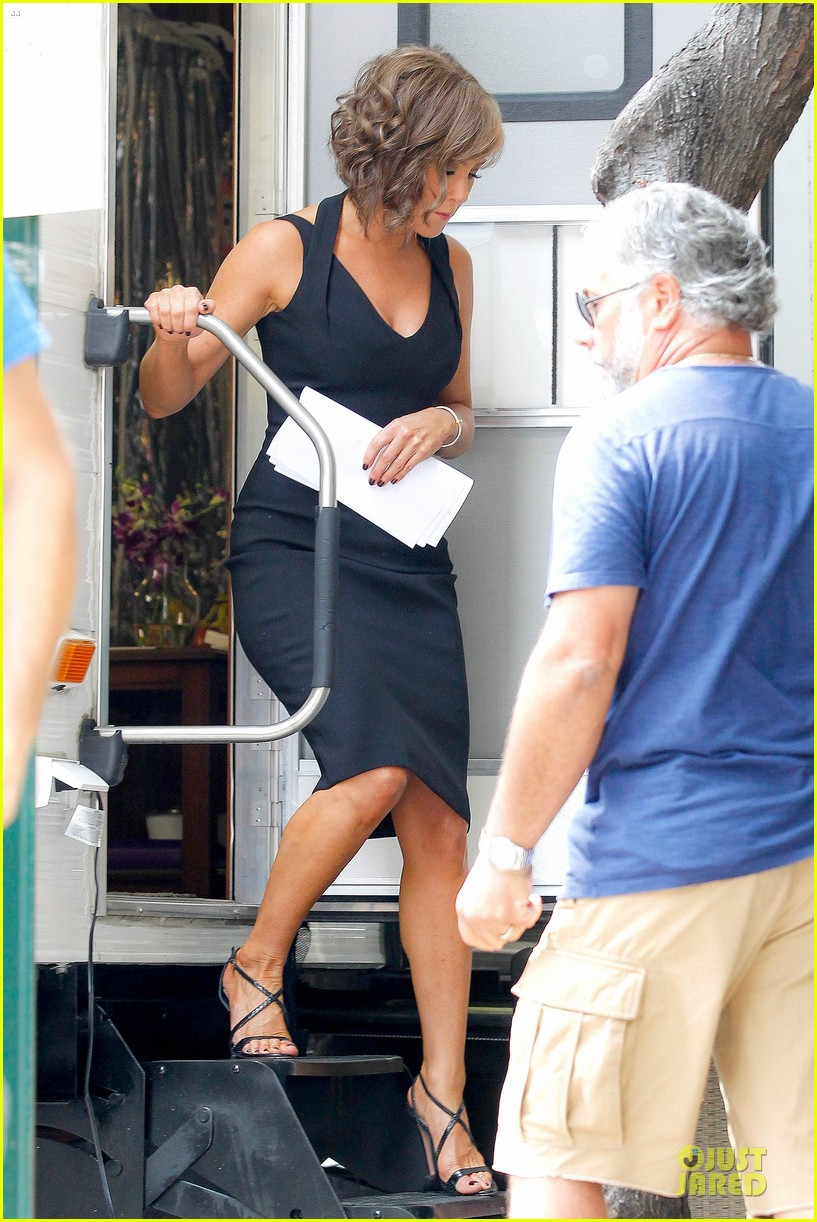 jennifer aniston squirrels to the nuts set with owen wilson 01