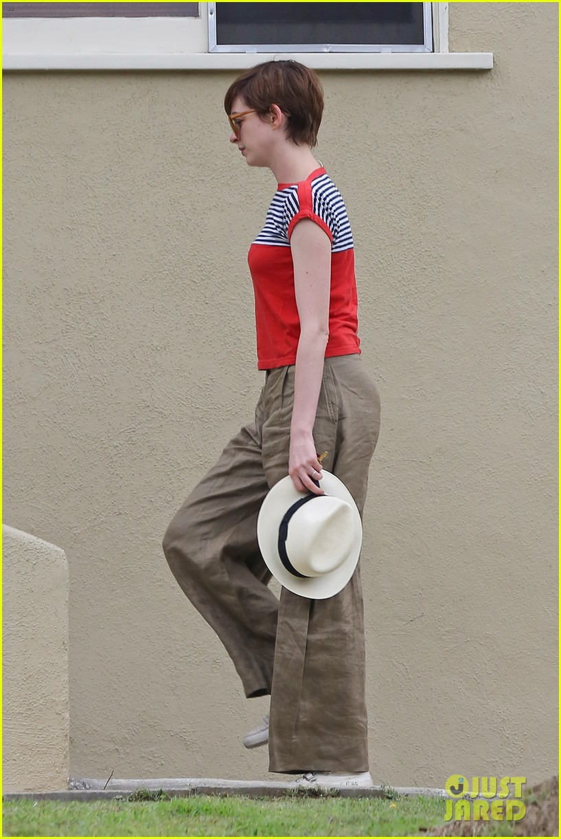 anne hathaway visits friends in beverly hills 03