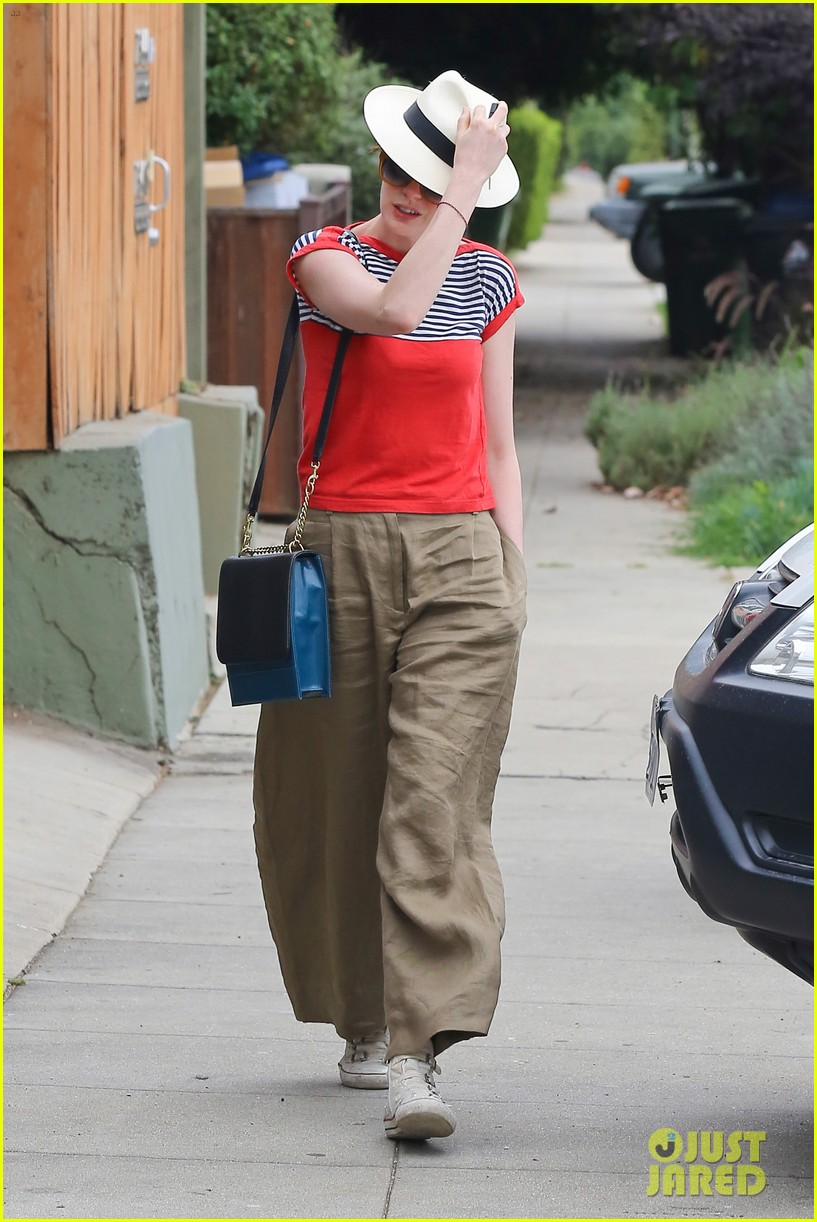 anne hathaway visits friends in beverly hills 282907686